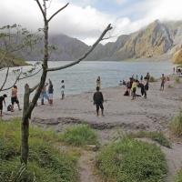 Mount_Pinatubo_2012_12_29_090.jpg