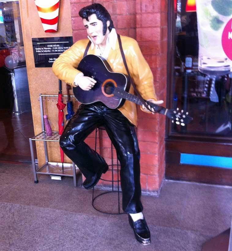 Elvis_TGI_Fridays