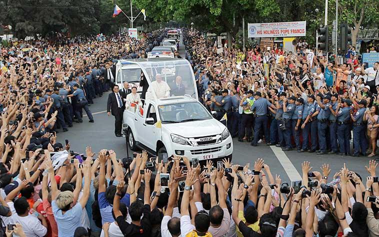 Paus_arriveert_in_Manila