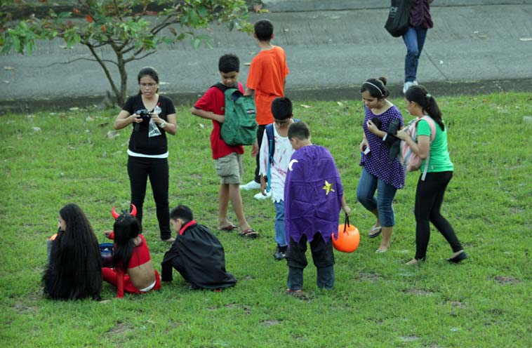 Trick_or_Treat_2013_10_31_0008a