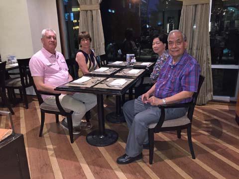 Diner_met_Mr_and_Mrs_Santiago